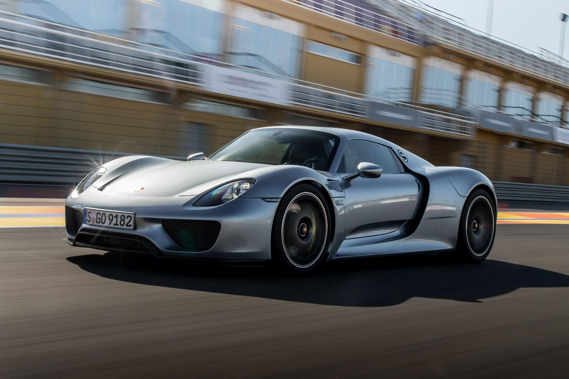 Long wait for Porsche 918 Spyder replacement