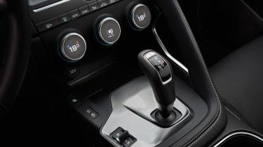 Jaguar E-Pace - gear selector