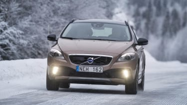 Volvo V40 Cross Country in the snow