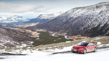 Tesla Model S through Norway evo feature