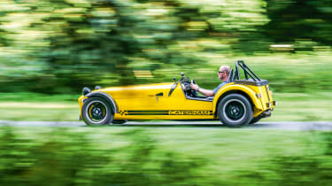 Caterham 620R –  side - dynamic