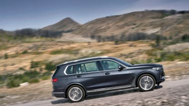 BMW X7 - side
