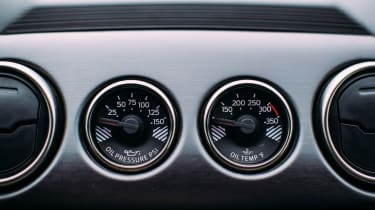 Ford Mustang Shelby GT350R - Extra dials