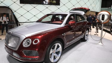 Bentley Bentayga V8 – front quarter