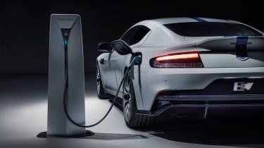 Aston Martin Rapide E - plug