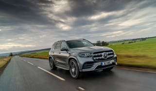Mercedes GLS400d UK drive - front tracking