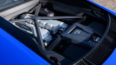 R8 RWS vs BMW M4 CS - R8