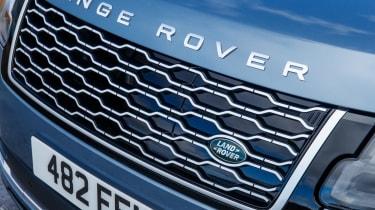 Range Rover P400e PHEV grille