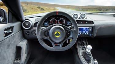 Porsche 911 GT3 vs Lotus GT430 - lotus interior