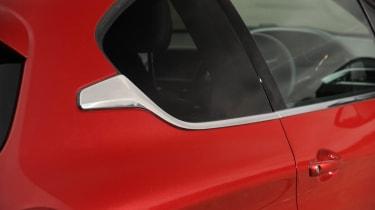Peugeot 208 Feline THP 156 window detail