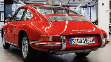 Porsche 911 barn - rear quarter