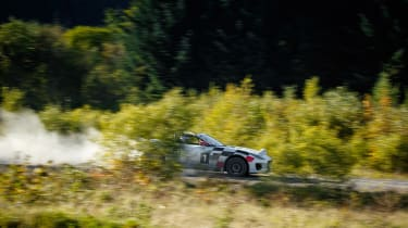 Jaguar F-Type rally car - pan