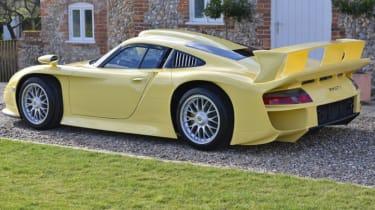 Porsche 911 GT1 Strassenversion yellow rear