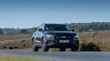 Audi SQ8 TFSI 2021 – front driving