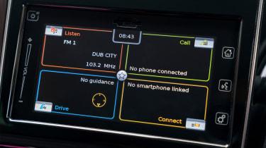 Suzuki Swift SZ5 - infotainment screen