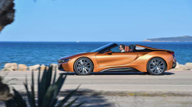 BMW i8 Roadster - side