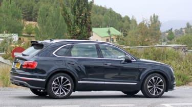 Bentley Bentayga PHEV – side