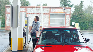 BMW M5 E28 filling up