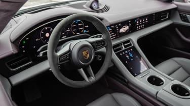 Porsche Taycan rwd - pink interior
