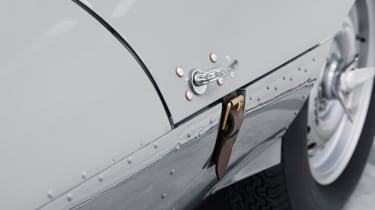 Jaguar D-Type – bonnet