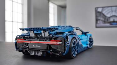 Bugatti Lego header rear wing