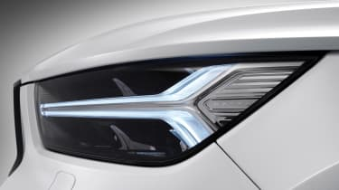 Volvo XC40 - headlights