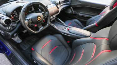 Ferrari GTC4 Lusso T - interior4
