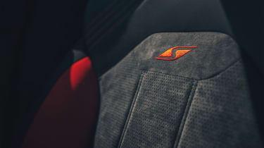 Bentley Bentayga S – seat stitch