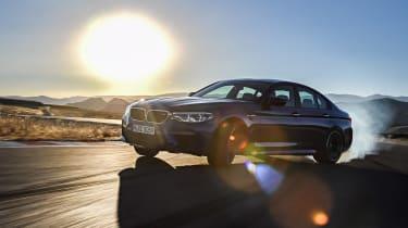 BMW M5 F90 - Blue slide