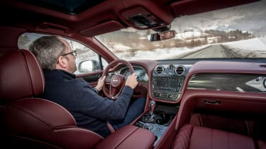 Bentley Bentayga V8 – driving shot