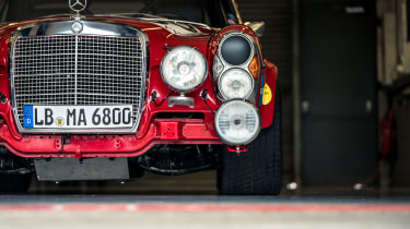 Mercedes-Benz 300 SEL 6.8 AMG 'Rote Sau' - Front