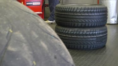 Renaultsport Mégane R26.R tyre change