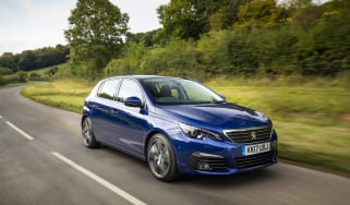 Peugeot 308 2019 - front tracking