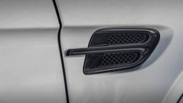Bentley Bentayga V8 – side vent