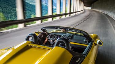 Porsche Boxster Spyder - tunnel