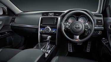 Toyota Mark X - interior