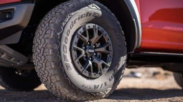 Ford F-150 Raptor -wheel