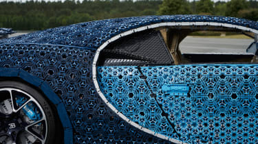 Bugatti Chiron lego - side