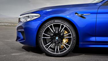 BMW M5 F90 - Blue front arch