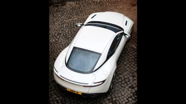 Aston Martin DB11 V8 - lifted