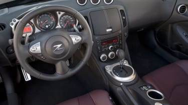 Nissan 370Z Roadster interior