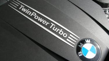 335i engine badge