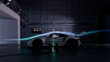 Porsche 911 RSR - tunnel