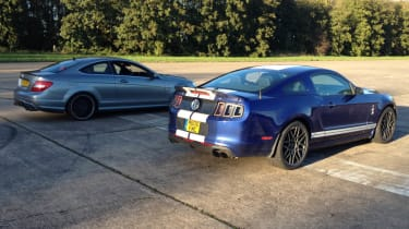 Ford Shelby GT500 Mustang vs Mercedes C63 AMG drag race video