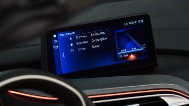 BMW i8 Roadster - dash