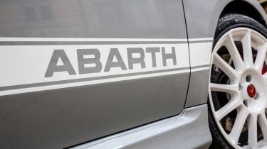 Abarth 595 Esseesse - stripes