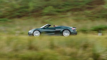 Audi R8 V10 Plus Spyder – side