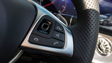 Mercedes-Benz E400 4Matic Cabriolet - Steering wheel controls