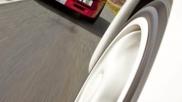 Ferrari 288 GTO v Porsche 959 video
