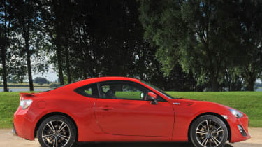 Toyota GT86 red side profile